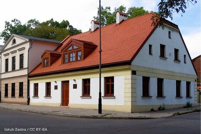 UM Łódź: How Many Roads: 12 liter, 12 artystów, 12 dróg. Projekt artystyczny w przestrzeni miejskiej